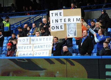 Chelsea fans anti-rafa banners